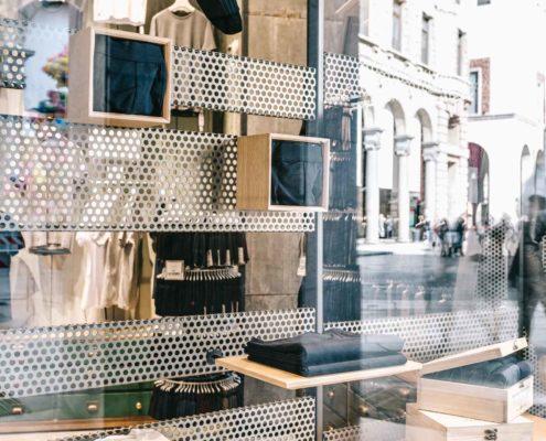 Elementi in metallo negozio abbigliamento
